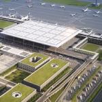 Berlin'de bir türlü açılamayan havalimanının akıbeti merak ediliyor