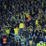 Fenerbahçe tribünlerinden tepki