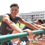Arsenal'den Almanlar'a tokat gibi Mesut Özil cevabı