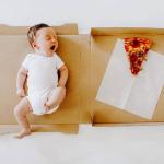 Bebeğinin büyümesini pizza dilimleriyle anlattı