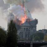 Notre Dame Katedrali tüm dünyanın gözü önünde küle döndü
