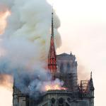 Napolyon'dan Victor Hugo'ya Paris'in tarihine tanıklık eden 850 yıllık katedral kül oldu