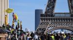 Sarı yeleklilerin 'Notre Dame' tepkisi: Ona para bulunuyor bize neden bulunmuyor