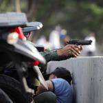 Guaido ordudan destek buldu: Darbe için çağrı yaptı