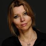 Elif Şafak yabancı basına verdiği röportajda Türkiye'yi hedef aldı