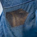 Hollanda'da burka yasağına 150 euro cezası!