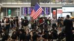 Hong Kong'ta sonu gelmeyen protestolar: En işlek havalimanında uçuşlar iptal