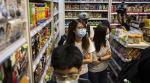 Hong Kong'da göstericiler AVM'yi yağmaladı