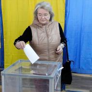 Ukrayna'da halk yeniden sandık başında