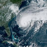 Korkulan olmadı: Humberto Kasırgası sakin ilerliyor