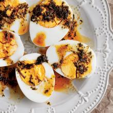Tereyağı Soslu Haşlanmış Yumurta