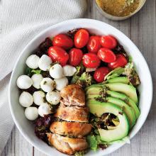 Avokadolu Tavuklu Salata
