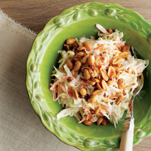 Yer Fıstıklı Lahana Salatası