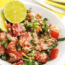 Fesleğenli Kinoalı Domates Salatası