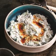 Lahanalı Baharatlı Yoğurtlu Salata