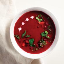 Taze Otlu Pancar Çorbası