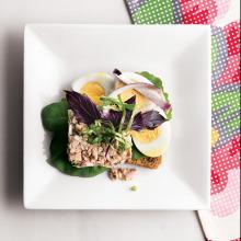 Ton Balıklı ve Yumurtalı Ekmek Üstü