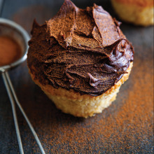 Bitter Ganajlı Beyaz Çikolatalı Muffin
