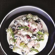 Tel Şehriyeli Üzümlü Tavuklu Salata