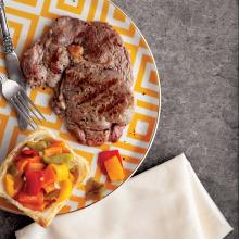 Közlenmiş Biber Salatası ve Biftek