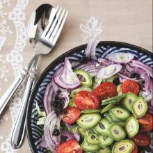Kuş Üzümlü Çağla Salatası