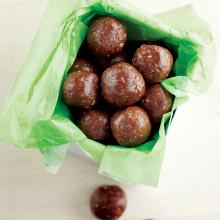 Yer Fıstıklı Çikolatalı Enerji Topları