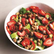Çilekli Zeytinli Salata