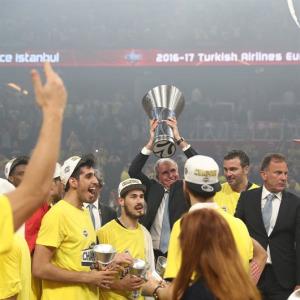 Fenerbahçe Doğuş adını tarihe yazdırdı