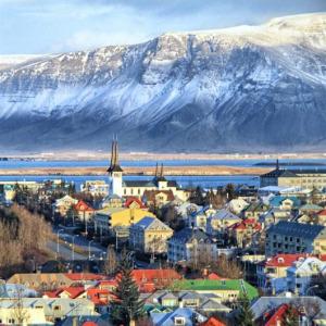 İzlanda, Danimarka'dan ayrıldı ve cumhuriyet ilan etti