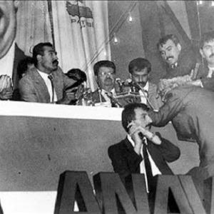 Başbakan Turgut Özal, Ankara Atatürk Spor Salonu'nda yapılan ANAP büyük kongresinde, Kartal Demirağ'ın silahlı saldırısında elinden yaralandı.