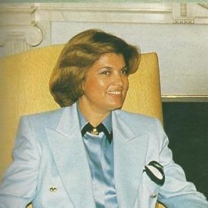 Tansu Çiller, Türkiye'nin ilk kadın başbakanı oldu