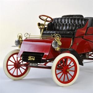 Ford ilk arabasını üretti.