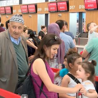 Oyunu kullanan vatandaşlar tatile gitmek için havalimanına akın etti