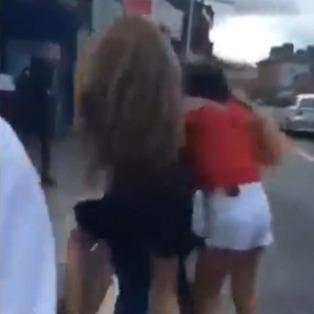 İrlanda'da Müslüman kız çocuğuna ırkçı saldırı