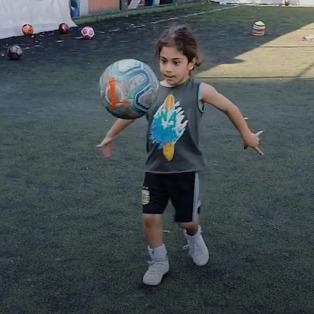 5 yaşındaki futbol fenomeni: Arat Hosseini