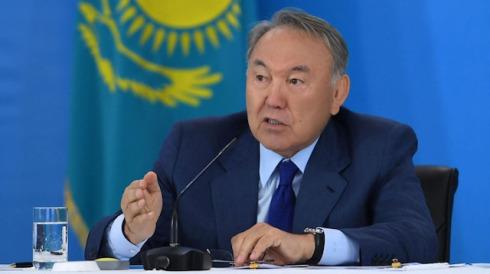 Kazakistan'ın lideri Nazarbayev'den Türk çocuklarına tarih dersi