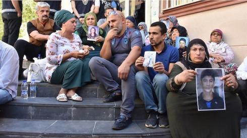 'Evlat nöbeti'ndeki aileler GZT'ye konuştu