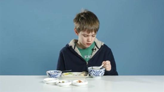Çocuklardan kahvaltı deneyi