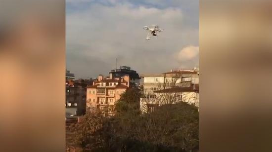 Bakkaldan drone ile sigara alan Angaralı