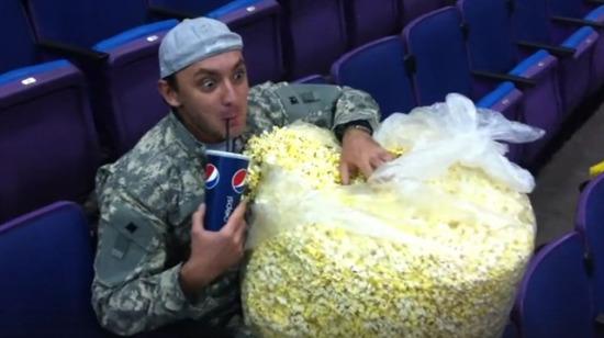 Sinema salonlarındaki tam dayaklık 12 gıcık insan tipi