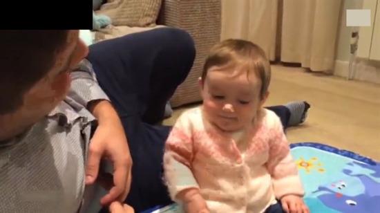 Bu bebeğin güldüğü şeyi görünce siz de çok güleceksiniz!