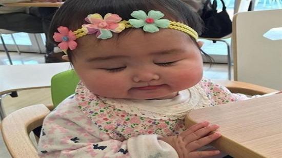 Yanaklarının yüz ölçümü Asya'dan büyük olan Uzak Doğu bebekleri