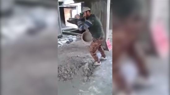 İnşaat işçisinden 'Nusr-et' taklidi
