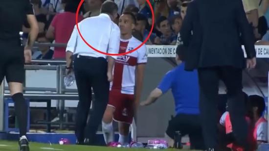 Teknik direktör kendi oyuncusuna böyle kafa attı!