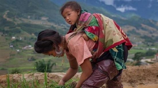 """10 farklı ülkede çekilip yüreğe dokunan o fotoğraflar: """"Anne olmak''"""