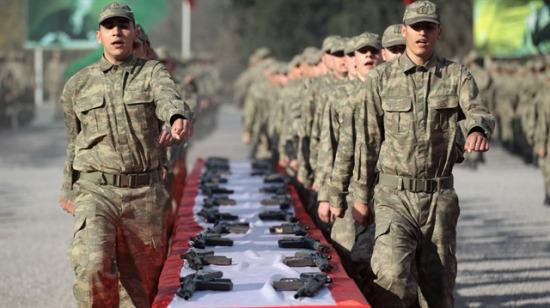 Gülmekten kıran acemi asker-komutan muhabbetleri