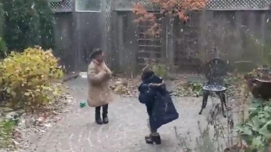 Kanada'ya yeni gelen Afrikalı çocuklar ilk karlarını yaşamaktan çok memnun