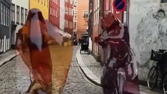 Dans eden kolalı jelibonlar
