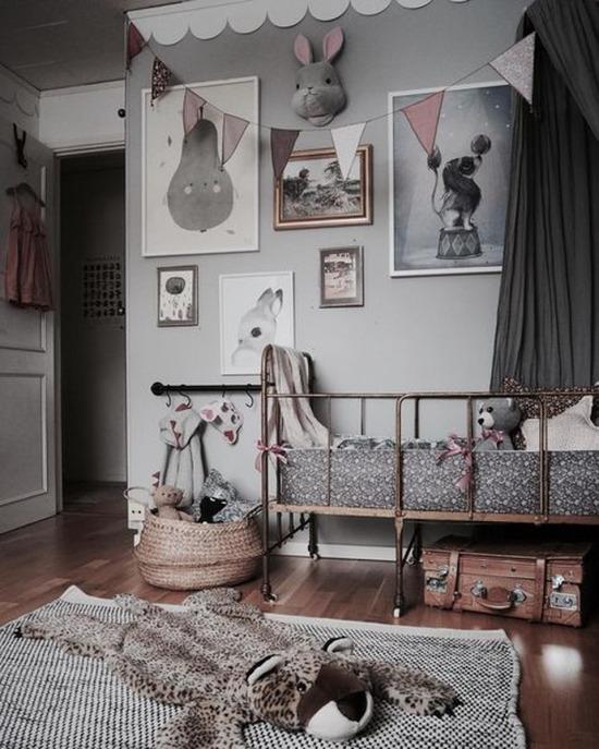 Bu odada kalabilmek için çocuk olmak isterdim