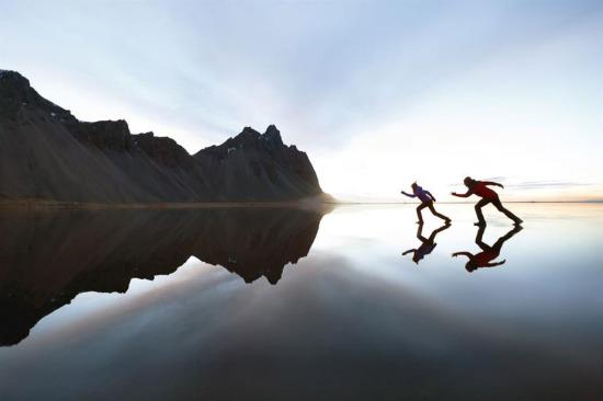 İzlanda'da donmuş bir göl ve yansımalar...